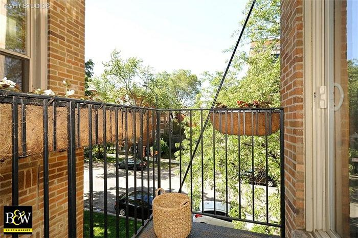 Rogers Park Two-Bedroom Features Open Floor Plan, Exposed Brick, Sun-drenched Living Space